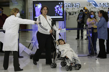 A thermographic device monitors travellers at Mexico City's international airport