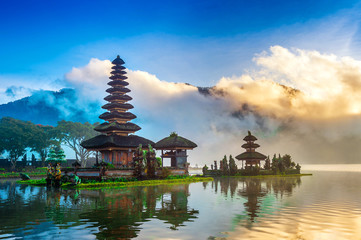 Photo sur Aluminium Indonésie pura ulun danu bratan temple in Bali, indonesia.