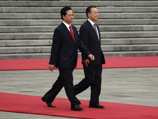 Chinese Premier Wen walks with Vietnam's PM Dung before inspecting an honour guard during an official welcoming ceremony at the Great Hall of the People in Beijing