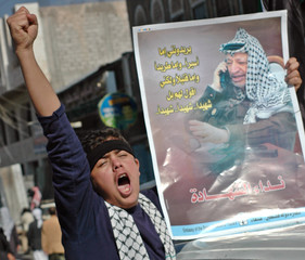 Yemeni boy chants slogans during pro-Arafat demonstration.