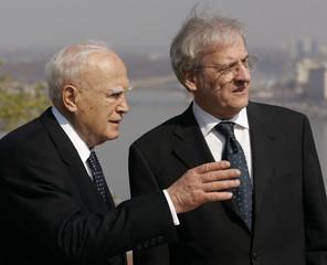Hungarian President Laszlo Solyom talks with Greek's President Karolos Papulias