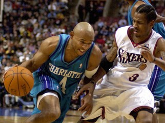 THE HORNETS WESLEY DRIVES ON THE 76ERS IVERSON.