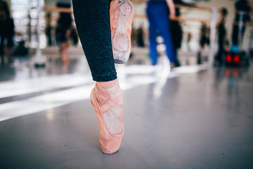 dancers foot standing on pointshoes
