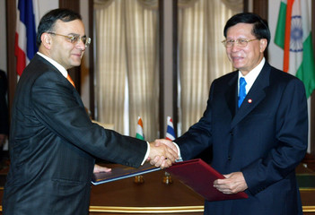 THAI COMMERCE MINISTER BHOTHARAMIK SHAKES HANDS WITH HIS INDIANCOUNTERPART JAITLEY AFTER SIGNING ...