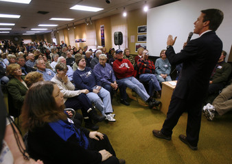 U.S. Democratic presidential candidate and former Senator John Edwards (D-NC) campaigns in Washington, Iowa