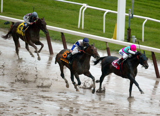 HORSES RUN FOR FINISH IN THE BELMONT STAKES.