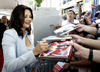 Lynda Carter signs autographs at the worldwide premiere of Sky High in Hollywood.