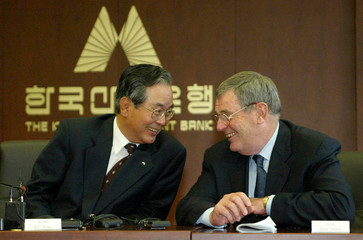 GENERAL MOTORS CORP CHAIRMAN TALKS WITH KOREA DEVELOPMENT BANKPRESIDENT BEFORE SIGNING A FINAL ...