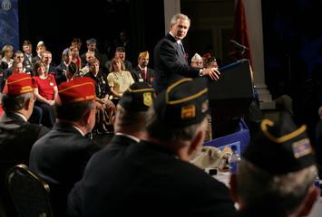 President Bush speaks to veterans in Nashville.