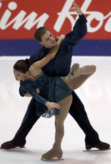 CANADIAN SKATERS SALE AND PELLETIER DURING SKATE CANADA PAIRS EVENT.