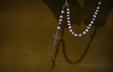 Leo Kurcz holds his rosary beads as he prays at Immaculate Conception Catholic Church in Chicago