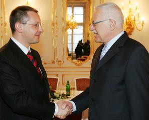 Czech President Klaus welcomes Bulgaria's Prime Minister Stanishev in Prague.