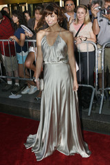 """Cast member Mary Elizabeth Winstead arrives for the premiere of the film """"Live Free or Die Hard"""" in New York"""