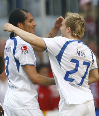 Hamburger SV's Paolo Guerrero celebrates with team mate Alexander Laas after the German Bundesliga soccer match in Munich