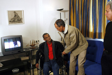 Cuban dissidents Omar Pernet, Alejandro Gonzalez and Pedro Pablo Alvarez get ready for an interview in Madrid