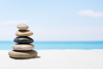 Photo sur Plexiglas Zen pierres a sable Relaxing in the tropical beach, with white sand and stack of stones