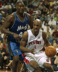 PISTONS BILLUPS GUARDED BY MAGIC KEMP.