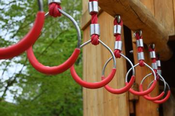 Klettergerüst Zum Hangeln : Bilder und videos suchen: hangeln