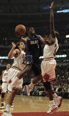 Mavericks Howard drives to the basket against the Bulls during their game in Chicago