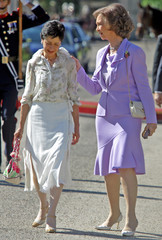 Spain's Queen Sofia talks to Colombian President Uribe's wife Lina Moreno talk during ceremony in El Pardo.