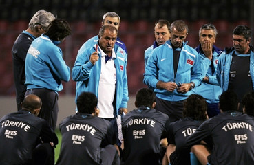 Turkey's coach Fatih Terim talks to his players in Zenica