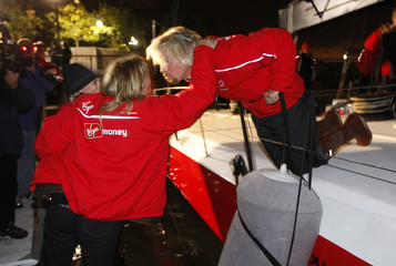 """Richard Branson leans over to kiss his wife Joan Templeman next to the boat """"Virgin Money"""" before departing New York"""
