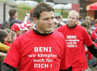 """Switzerland's national soccer team players Vogel, Behrami and Zuberbuehler show off T-shirts written """"Beni, we also play for you"""" during training session in Freienbach"""