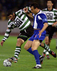 SPORTING ALBERTO ACOSTA IS CHALLENGED BY PORTO JORGE COSTA.
