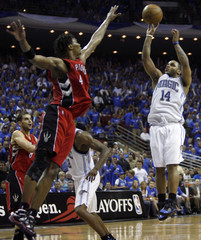 Orlando Magic guard Jameer Nelson shoots over Toronto Raptors forward Chris Bosh during NBA basketball action from Orlando
