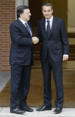 Spain's PM Zapatero greets European Commission President Durao Barroso at Madrid's Moncloa palace