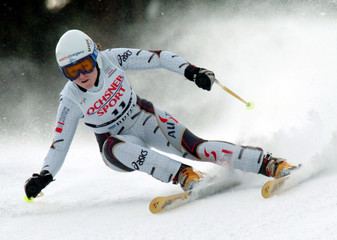 BERGER OF AUSTRIA TAKES A CURVE TO FINISH THIRD IN THE WOMEN'S ALPINE SKIING WORLD CUP SUPER-G ...
