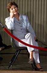 First Lady Laura Bush llistens to [U.S. President George W. Bush ] at a news conference in Crawford,..
