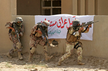Iraqi special forces perform training exercises for Iraq's Prime Minister Jaafari in Baghdad.