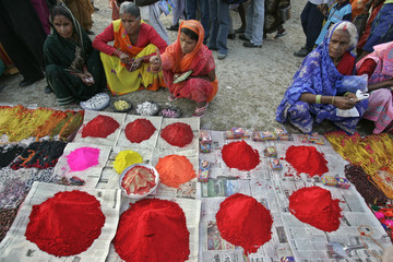 Hindu pilgrims buy vermilion on Sagar Island