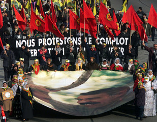 SEVERAL THOUSANDS KURDS DEMONTRATE IN STRASBOURG.