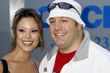 Actor Kevin James and wife pose at premiere of new film 'Click'