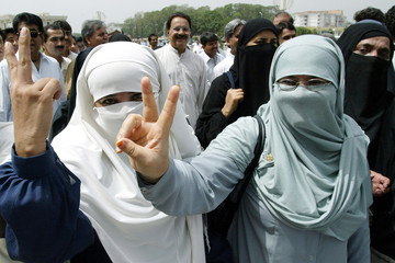 PAKISTANI OPPOSITION LAWMAKERS GESTURES DURING ANTI-MUSHARRAF RALLY INISLAMABAD.