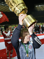 Bayern Munich's Kahn celebrates with the trophy after winning the German soccer cup DFB Pokal final in Berlin