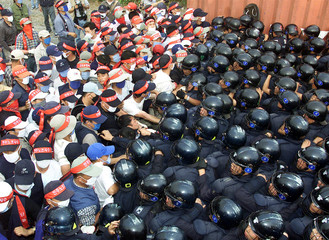 UNIONISED WORKERS FROM SOUTH KOREA'S HYOSUNG CORP SCUFFLE WITH RIOT POLICE IN ULSAN.