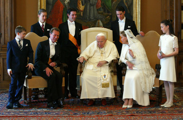 POPE JOHN PAUL II MEETS THE DUKES OF LUXEMBURG IN HIS PRIVATE LIBRARYAT VATICAN.