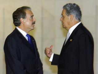 COLOMBIAN PRESIDENT PASTRANA CHATS WITH CARDOSO IN BRASILIA.