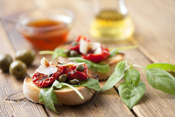 bruschetta with sundried tomatoes and rocket
