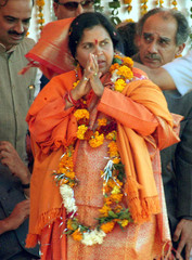 NEWLY ELECTED CHIEF MINISTER UMA BHARTI GREETS CROWD IN BHOPAL.