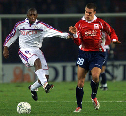 BRUNO CHEYROU OF LILLE CHALLENGES MARIANO DA SILVA OF FIORENTINA DURINGTHEIR UEFA CUP THIRD ROUND, ...