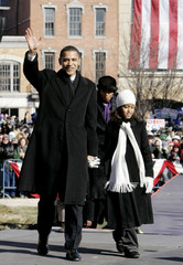 Obama  walks with eight-year-old daughter Malia in Springfield