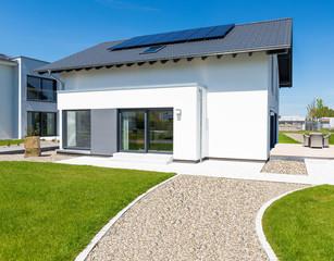 sehr schönes Haus für die Familie mit Garten