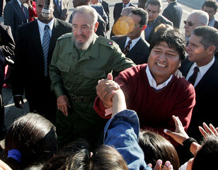 Bolivian President-elect Morales and Cuban President Castro greet Bolivian students in Havana
