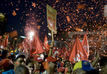 """Supporters of Venezuelan President Chavez attend a rally as he campaigns for """"Si"""" (yes) vote for the upcoming referendum in Caracas"""