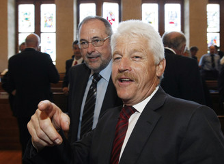 The two candidates running for President of the SFV, Gillieron and Weibel, speak with each other before the delegates meeting of the SFV in Bern