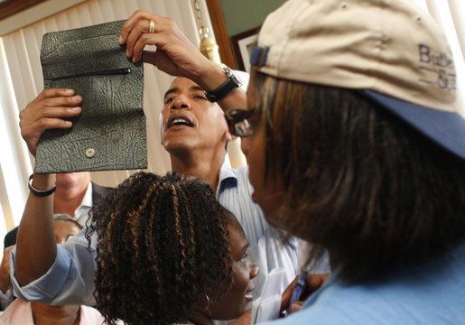 US Democratic presidential candidate Senator Obama reads out the identification of a woman's wallet in Boardman, Ohio